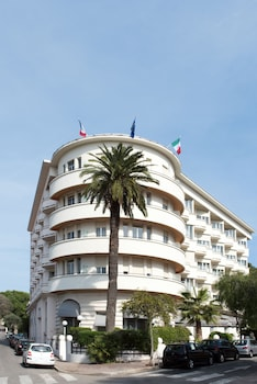 Enter your dates to get the Antibes hotel deal