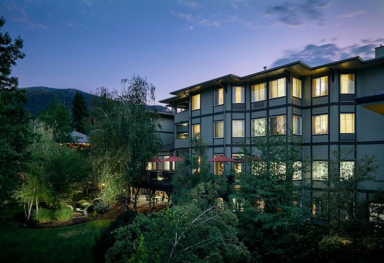 Plaza Inn & Suites at Ashland Creek, Ashland