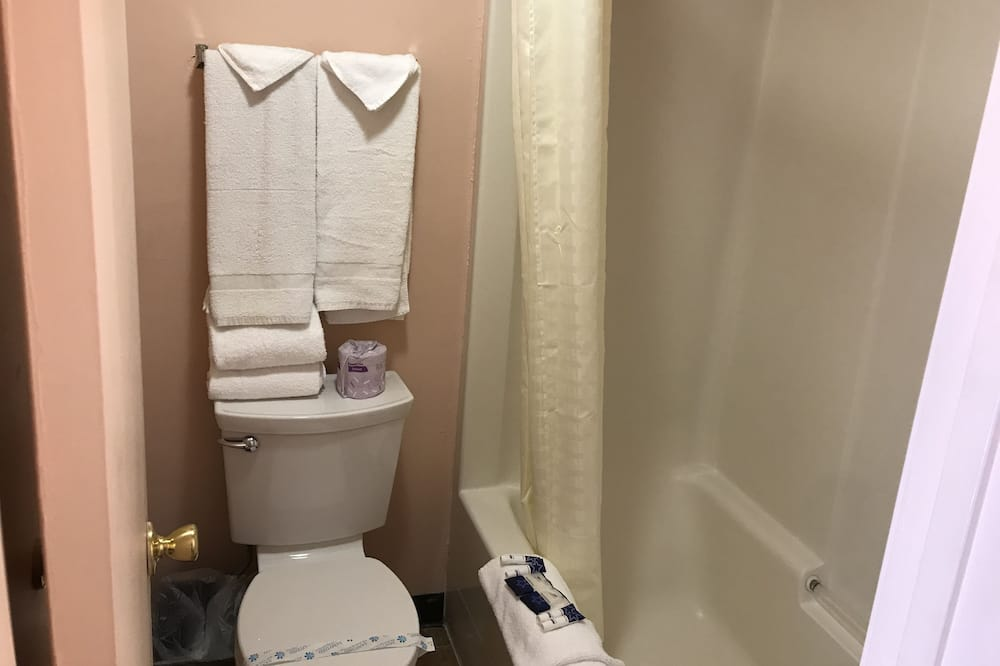 Habitación, 2 camas dobles - Cuarto de baño