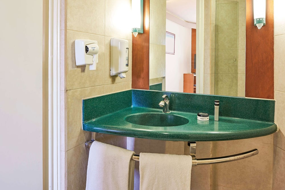 Dvivietis kambarys, 2 standartinės dvigulės lovos - Vonios kambarys