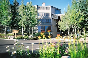 Enter your dates to get the best Park City hotel deal