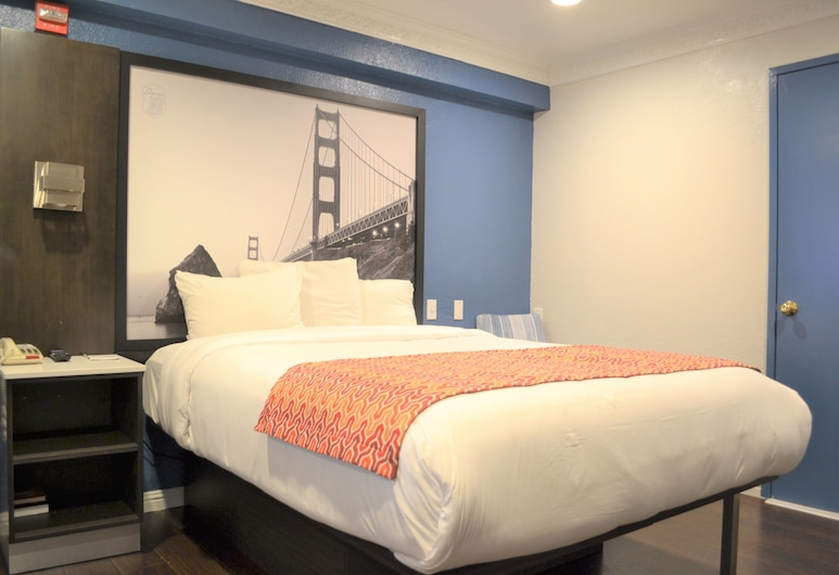 Super 8 by Wyndham San Francisco/Near the Marina, San Francisco, Standard Room, 1 King Bed, Jetted Tub, Guest Room View