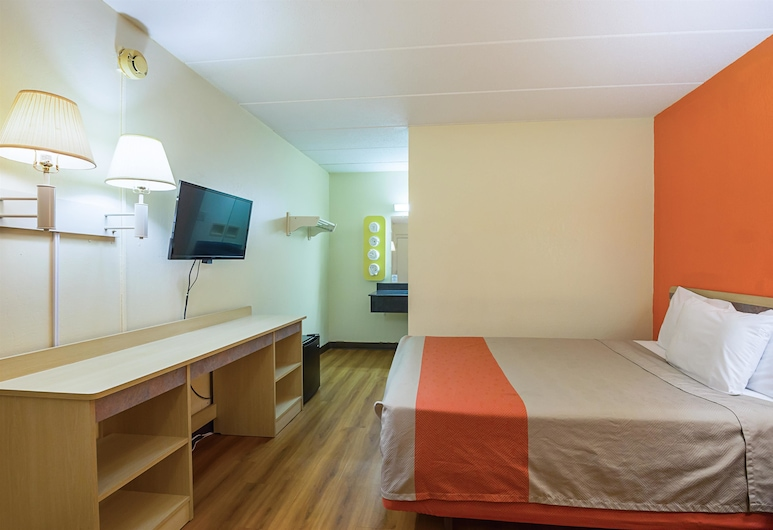 Rodeway Inn, Dubuque, Standard Room, 1 Queen Bed, Accessible, Non Smoking, Guest Room