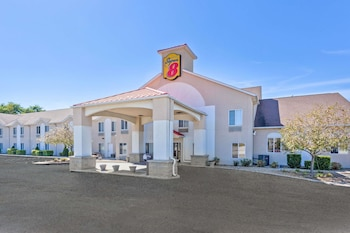 Picture of Super 8 by Wyndham Cloverdale in Cloverdale