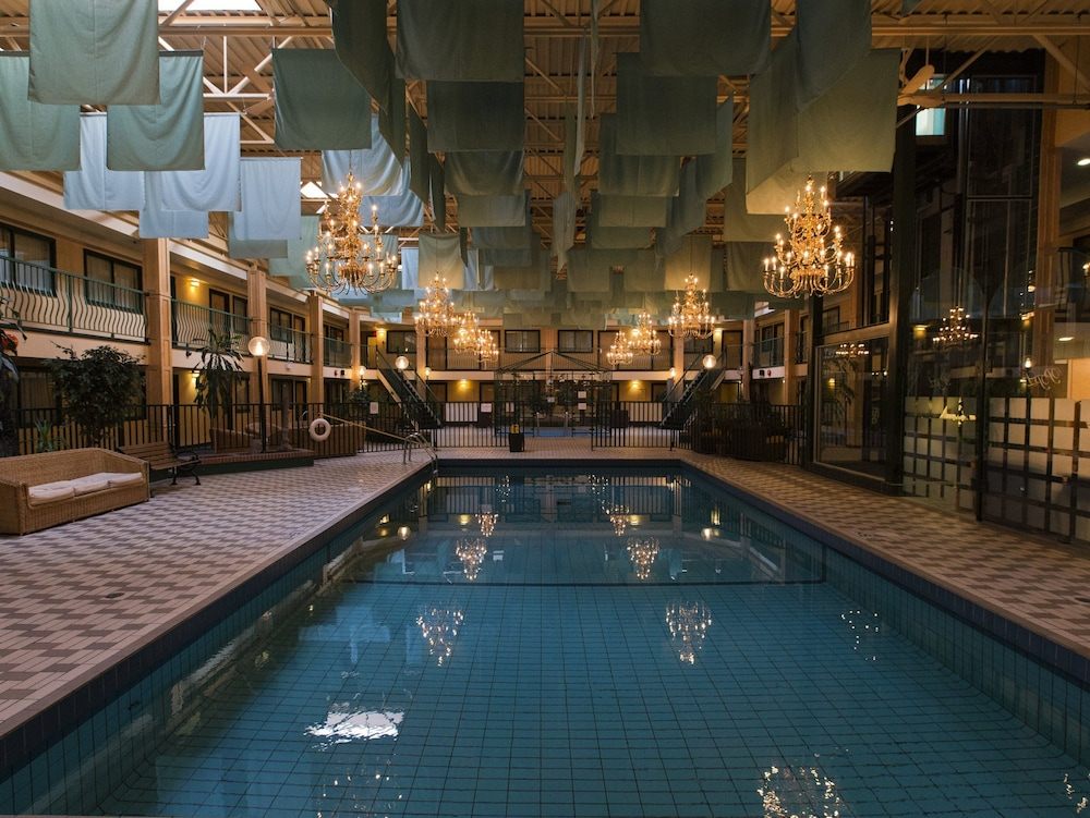 Park Place Lodge Fernie Indoor Pool