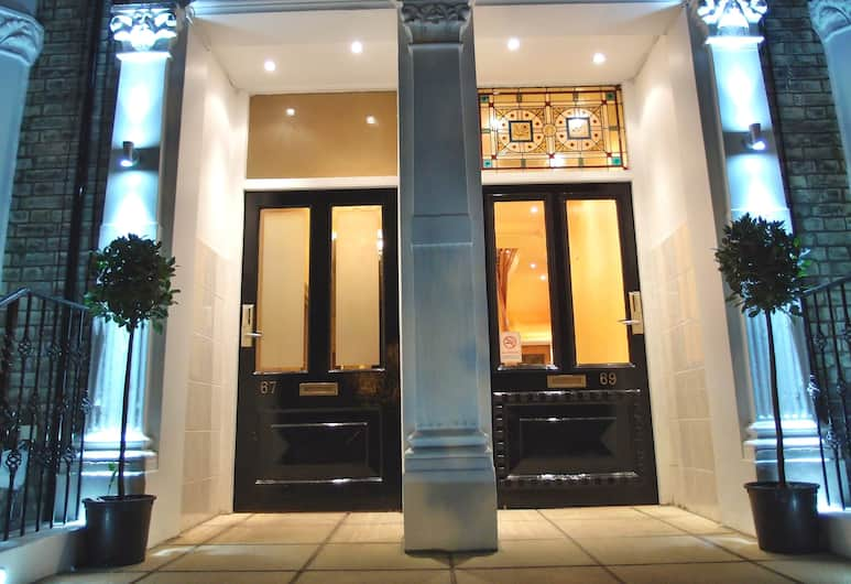 Hotel 65, London, Hotellets front