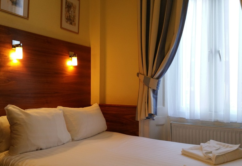 Jesmond Dene - St Pancras Hotel Group, London, Double Room with Private Bathroom, Tuba