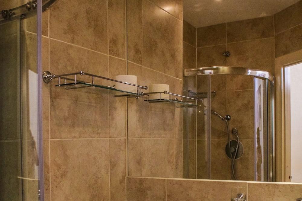 Quadruple Room, Ensuite - Bilik mandi