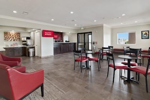 加爾維斯敦紅屋頂普拉斯酒店