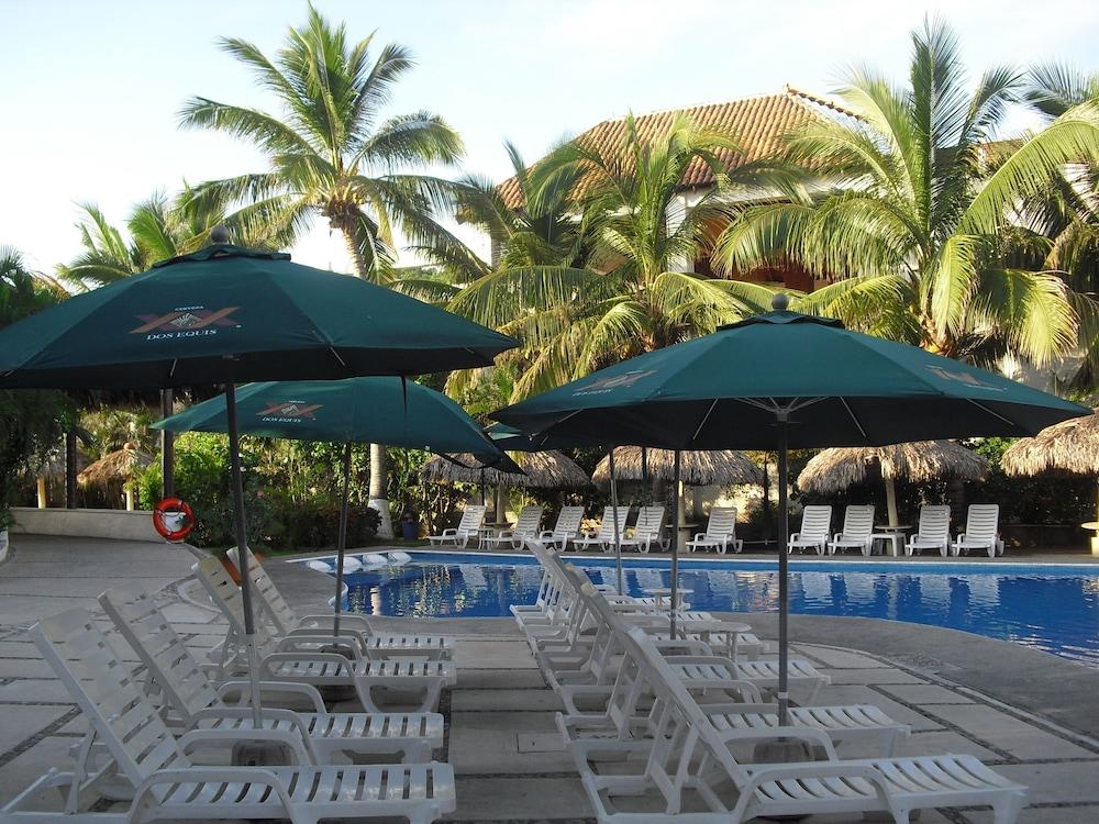 Book Hotel Castillo Huatulco In Hotels Beach Club