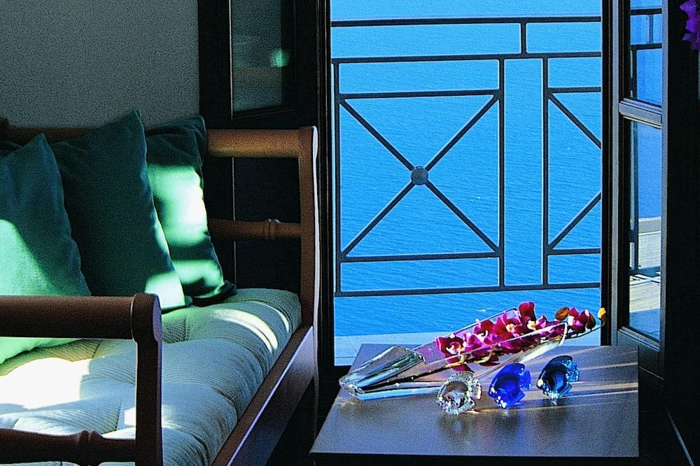 Superior Triple Room, Sea View - Living Area