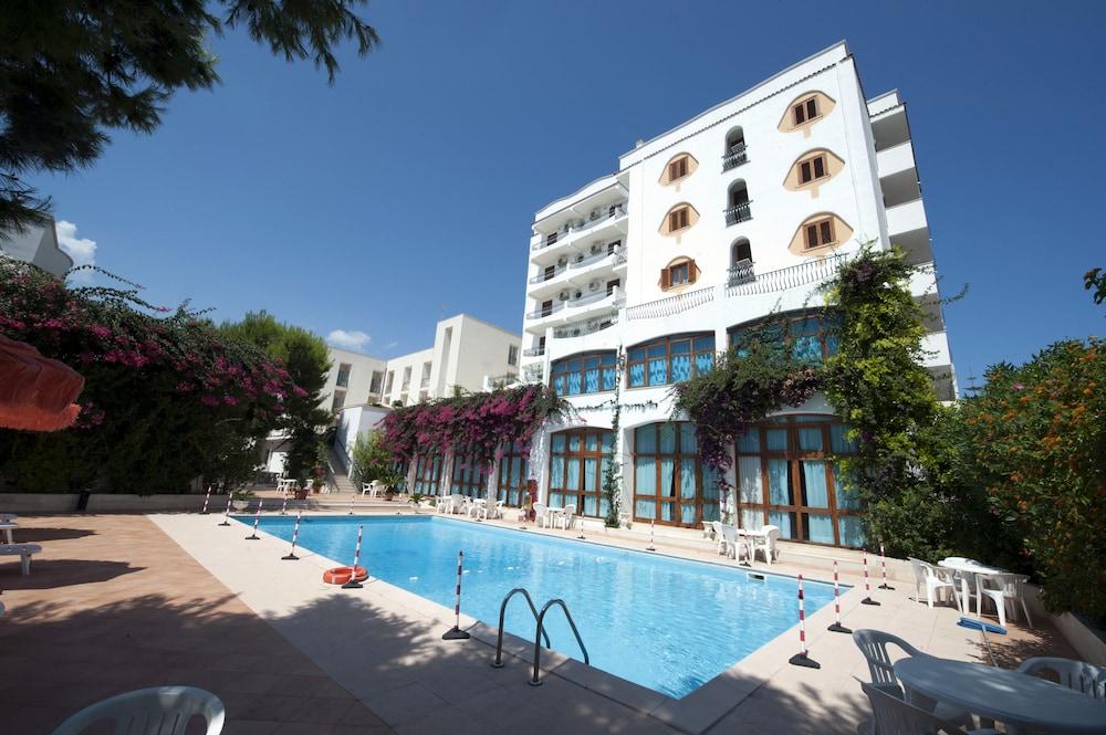 Prenota Degli Aranci a Vieste - Hotels.com