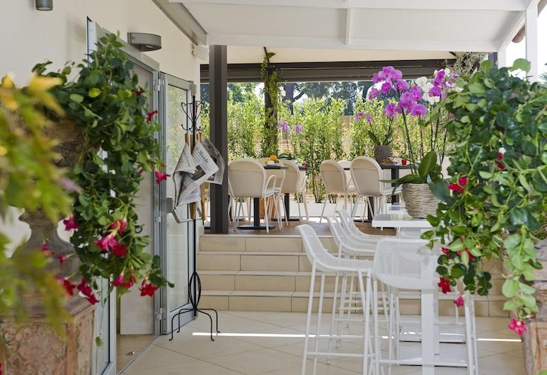 Hotel De Petris, Rome, Outdoor Dining