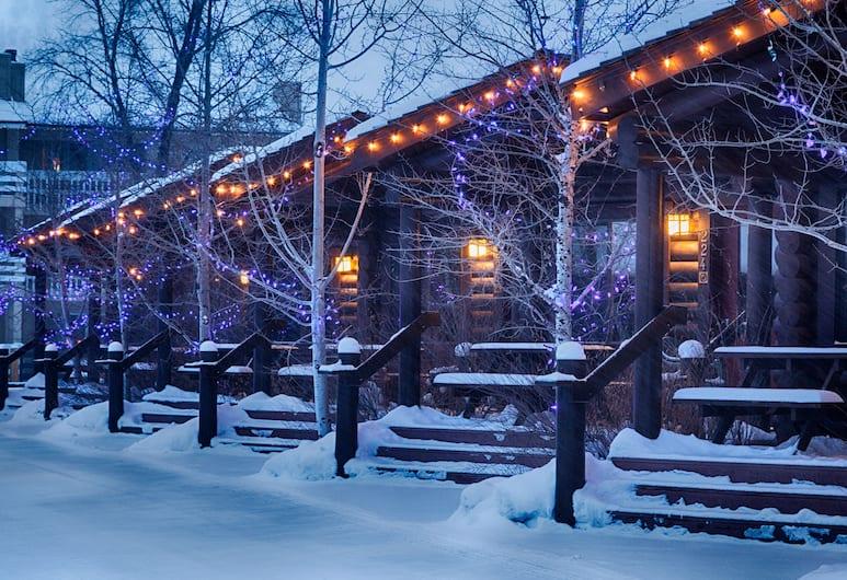 Elk Country Inn, Jackson, Hotel Front – Evening/Night