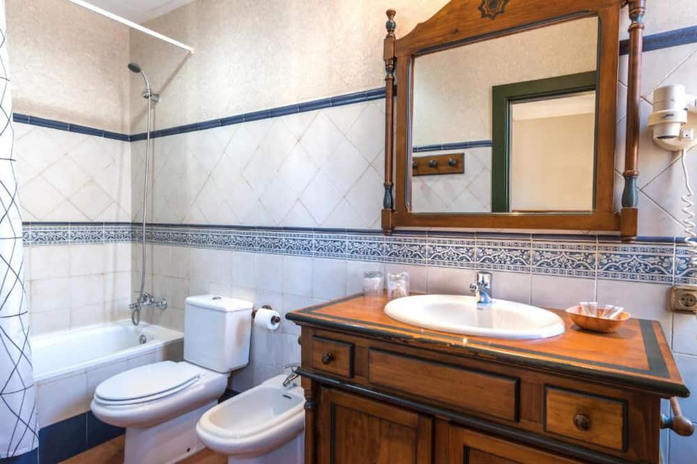 Štandardná izba s dvojlôžkom alebo oddelenými lôžkami (Exterior) - Kúpeľňa