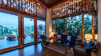 תמונה של Chatrium Hotel Royal Lake Yangon בינגון