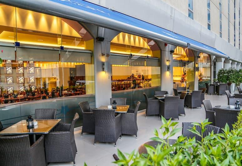 J5 Rimal Hotel Apartments, Dubajus, Vakarienės lauke