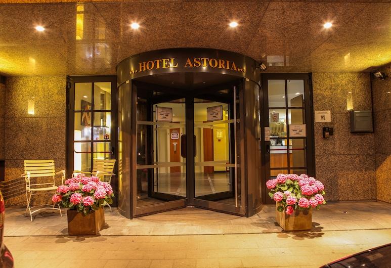 Astoria Hotel, Antwerpen, Pročelje hotela – navečer/po noći