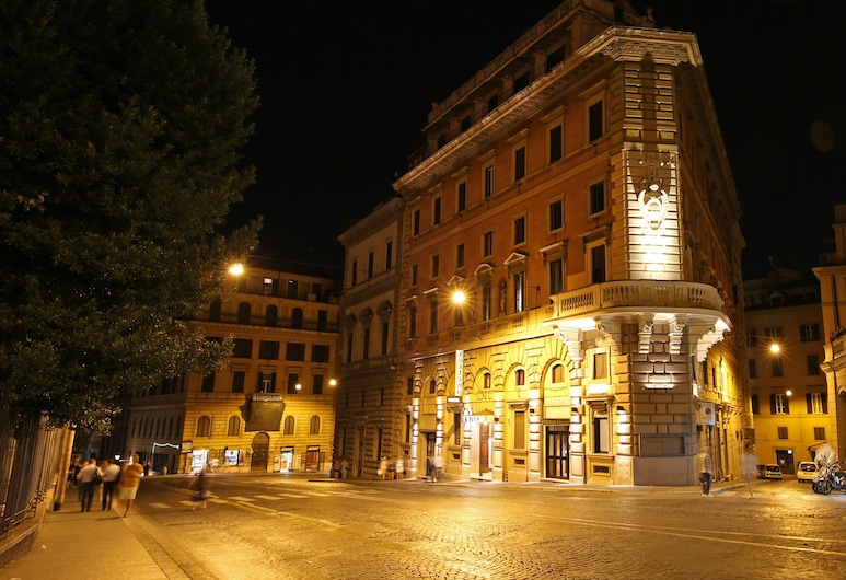 Traiano Hotel, Rom, Hotellets facade - aften/nat