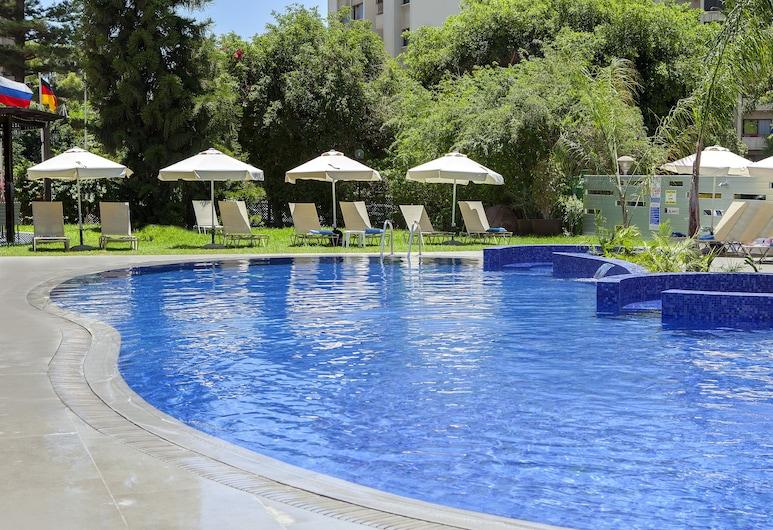 Kapetanios Odysseia Hotel, Limassol, Útilaug