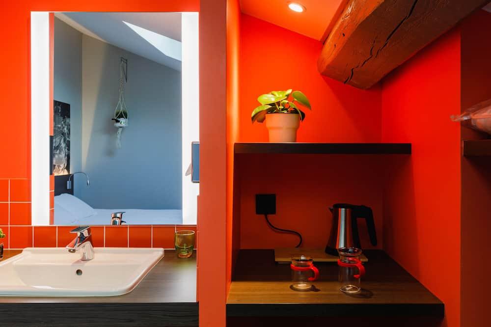 Стандартний двомісний номер, 1 двоспальне ліжко (Pop) - Ванна кімната