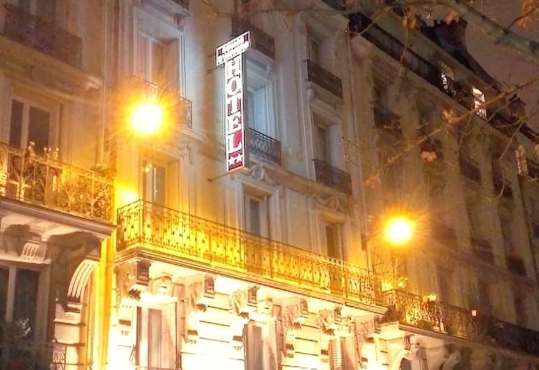 Hôtel du Square d'Anvers, Paris, Hotel Front – Evening/Night