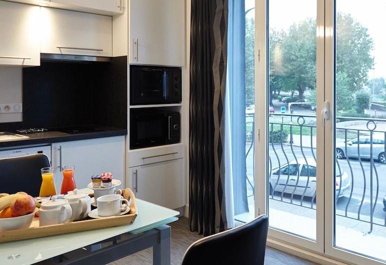 Best Western Le Cheval Blanc - Vieux Port, Honfleur, Lägenhet Standard - 1 queensize-säng - kök, Gästrum