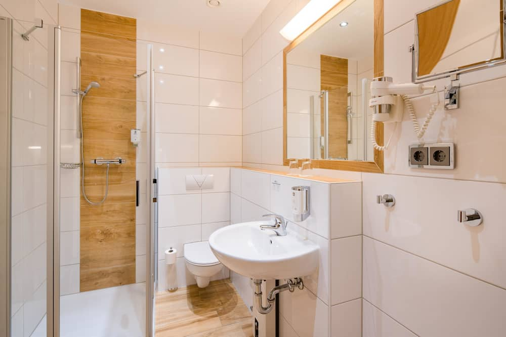 Standard Room, 1 Double Bed (Converts to 2 Twin Beds) - Bathroom