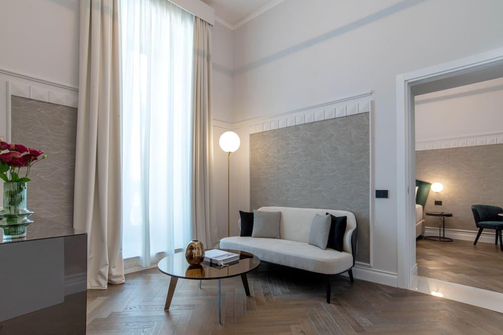 Junior Studio Suite, City View - Living Area