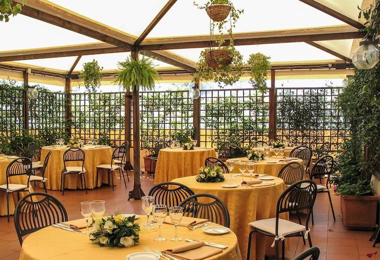 Hotel Pineta Palace, Rome, Terrace/Patio