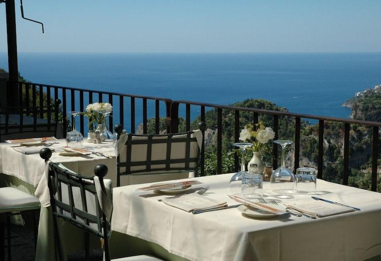 瑪麗亞別墅飯店, 拉斐洛, 室外用餐