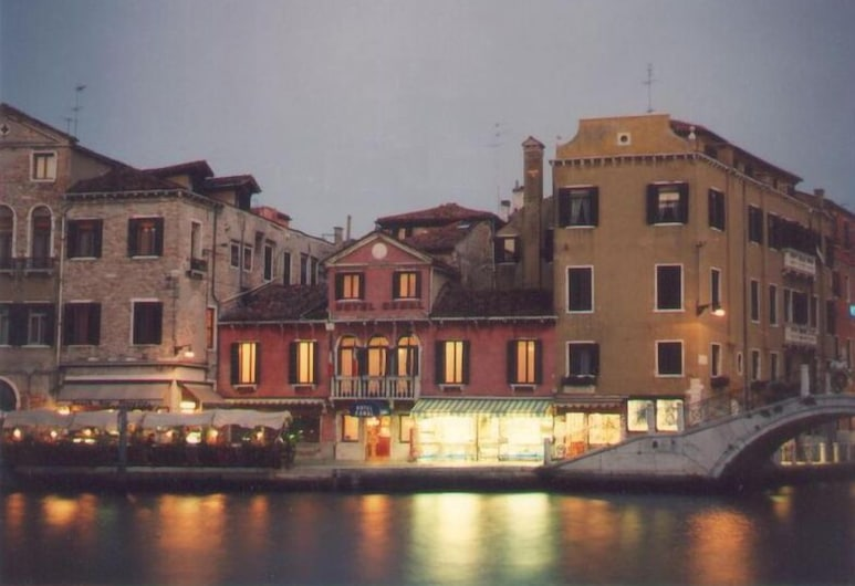Hotel Canal, Venezia, Esterni