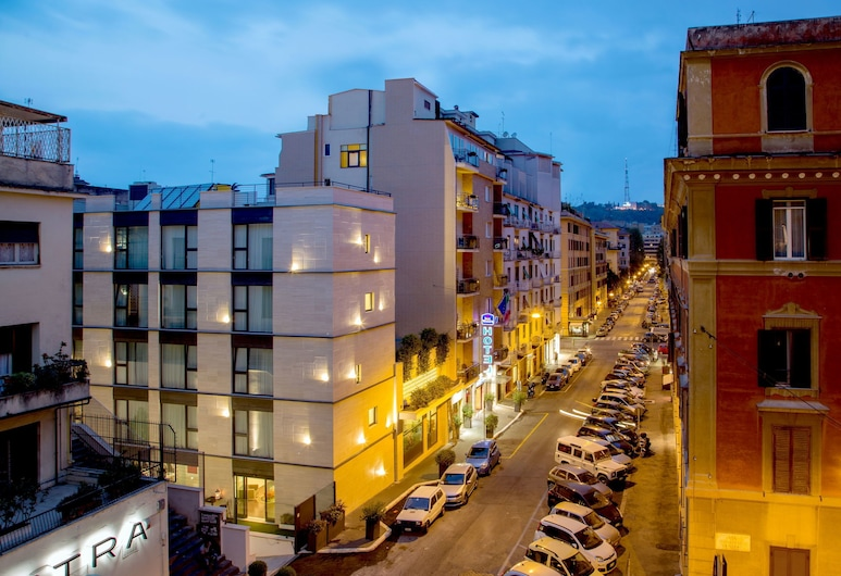 Best Western Plus Hotel Spring House, Rome, Hotel Front – Evening/Night