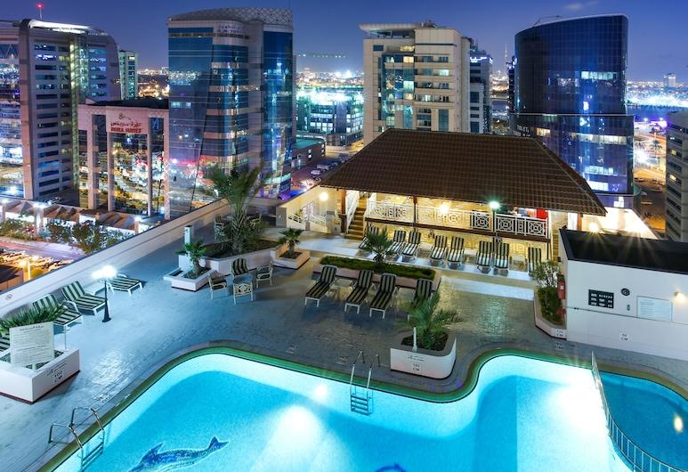 Carlton Palace Hotel, Dubái, Alberca al aire libre