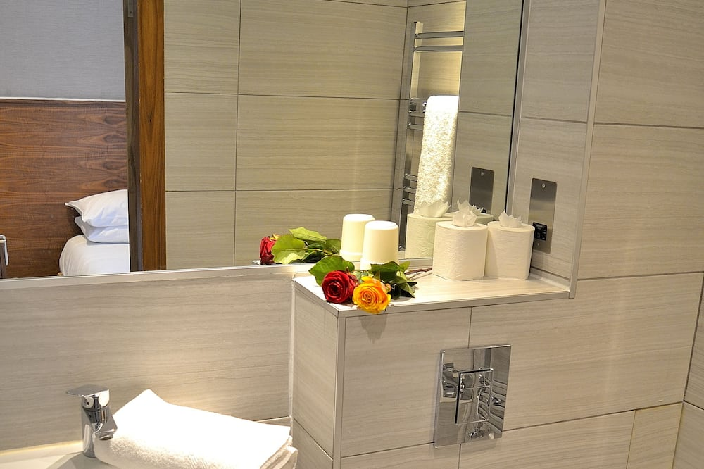 Chambre Quadruple, salle de bains attenante - Salle de bain