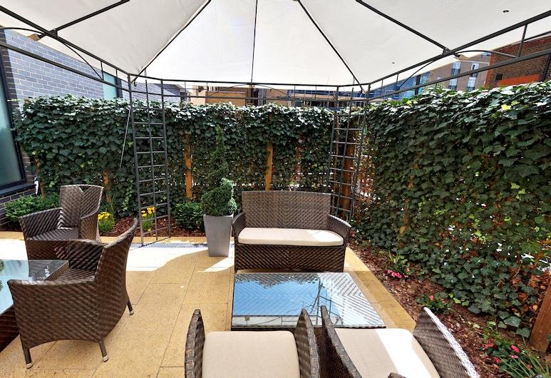 DoubleTree by Hilton London Angel Kings Cross, London, Terasa/trijem