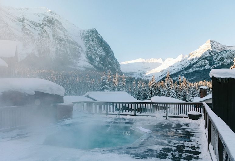 Deer Lodge, Lake Louise, Outdoor Spa Tub