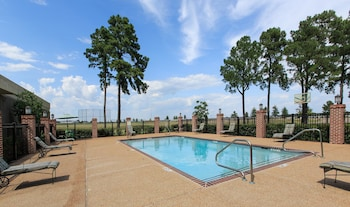 Picture of Whispering Woods Hotel & Conference Center in Memphis