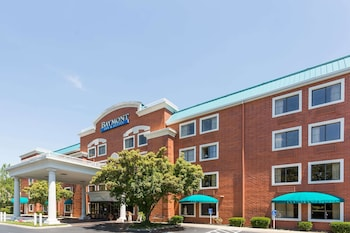 Enter your dates to get the Brentwood hotel deal