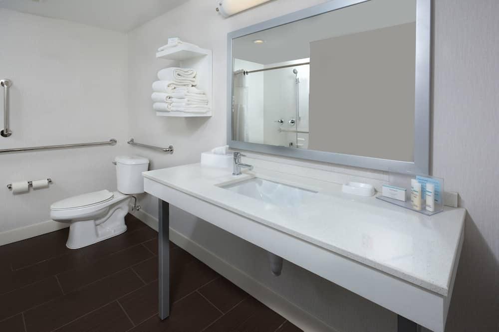 Room, 2 Queen Beds, Accessible (Roll-In Shower) - Bathroom