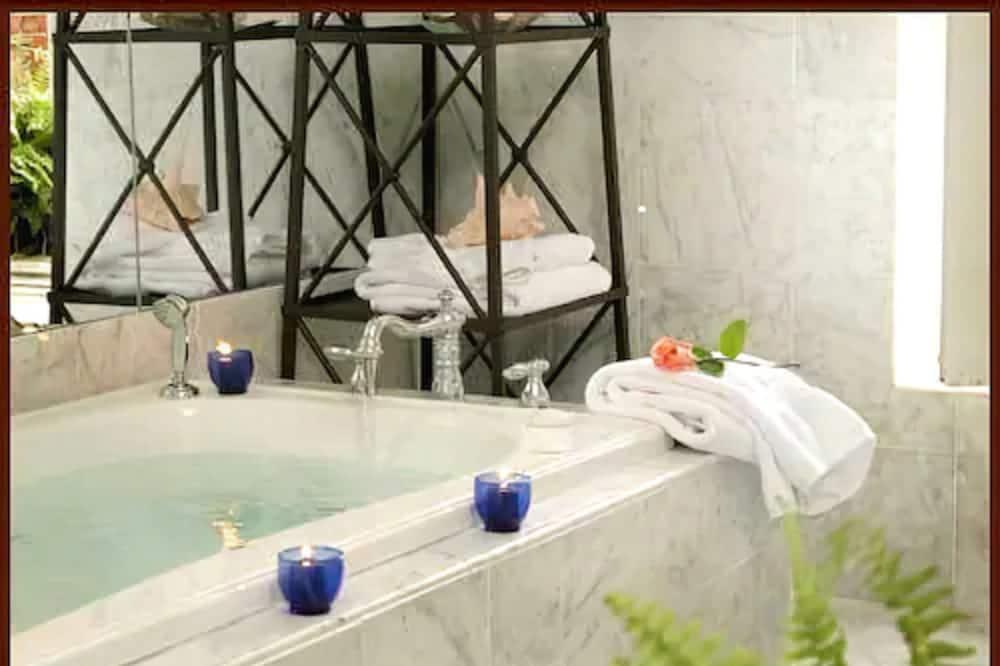 Luxusný apartmán, 1 extra veľké dvojlôžko, krb - Kúpeľňa