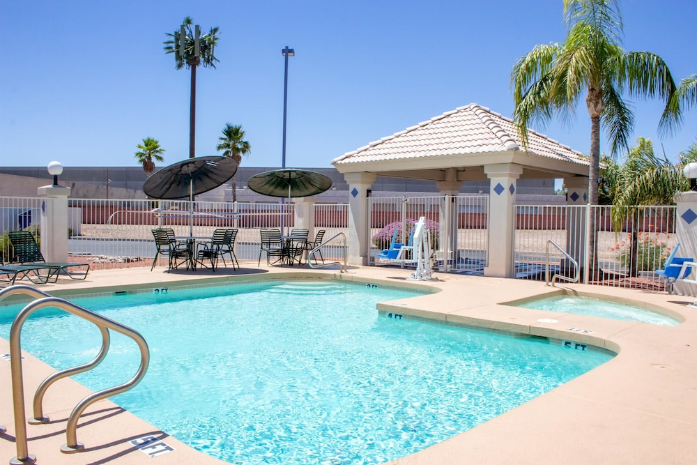 Motel 6 Tempe Asu Pool