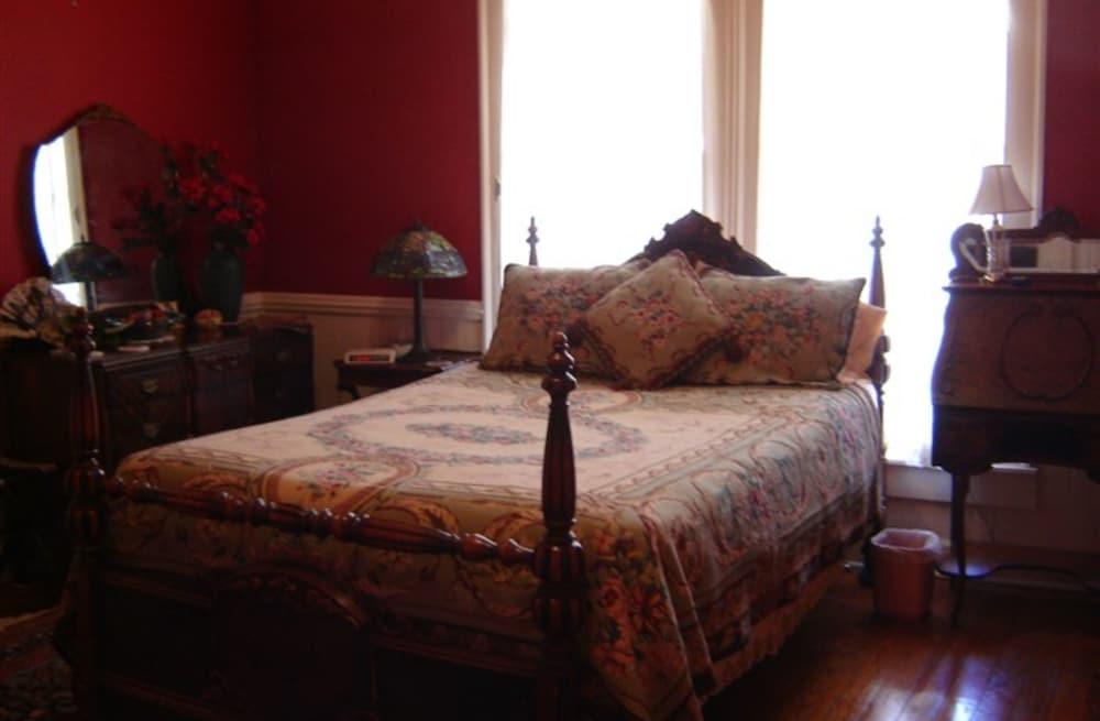 Rose House Inn Fayette Room 2 Guest