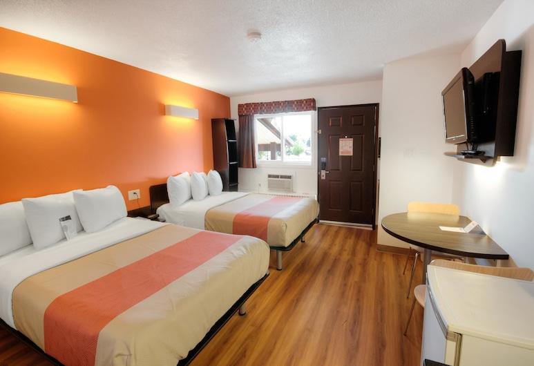 Motel 6 Lethbridge, AB, לת'ברידג', חדר סטנדרט, 2 מיטות קווין, ללא עישון, מטבחון, חדר אורחים