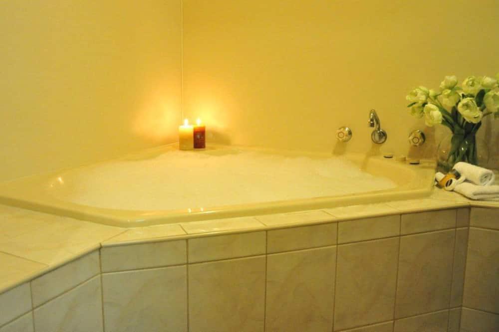 Apartmá typu Executive, vířivka - Koupelna