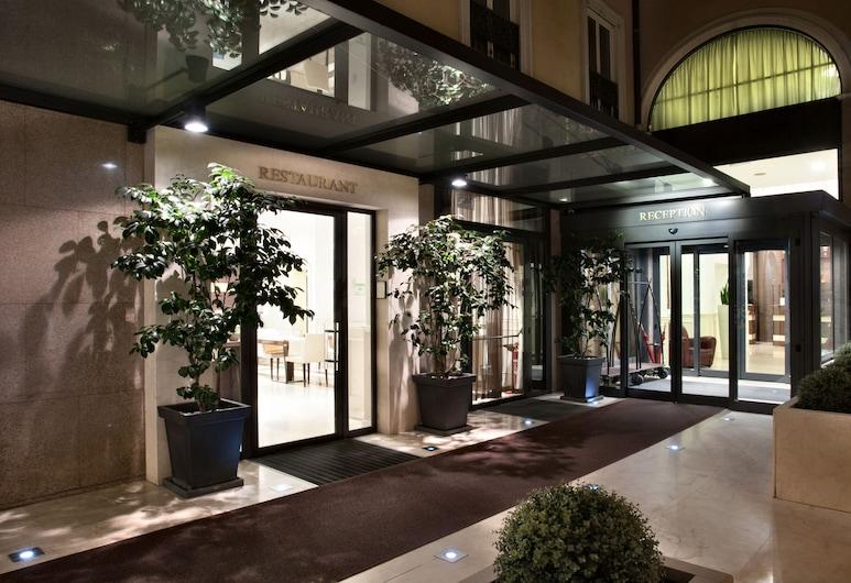 貝斯特韋斯特普瑞米爾克里斯托弗·哥倫布飯店, 米蘭, 飯店入口