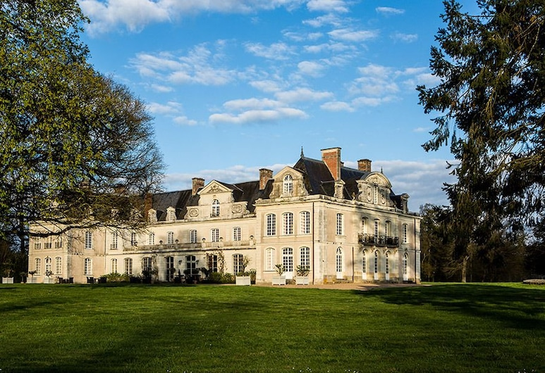 Château des Briottières, Les Hauts d'Anjou, Hotel Front