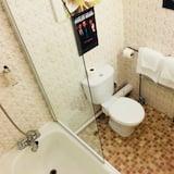 Standard Quadruple Room, Private Bathroom - Bathroom