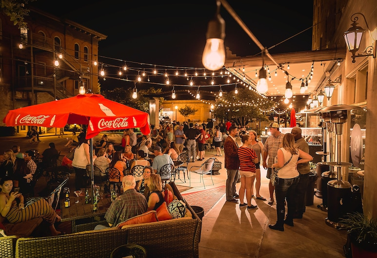 LaSalle Boutique Hotel and The Downtown Elixir and Spirits, Bryan, Taras/patio