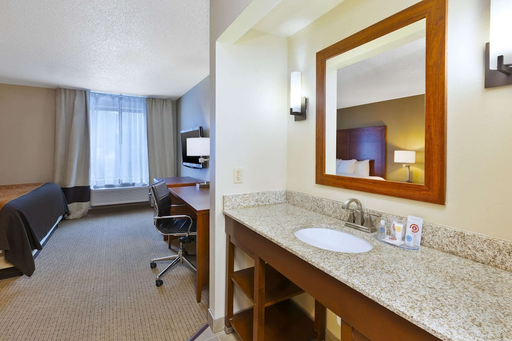 Suite, 1 King Bed with Sofa bed, Non Smoking - Bathroom